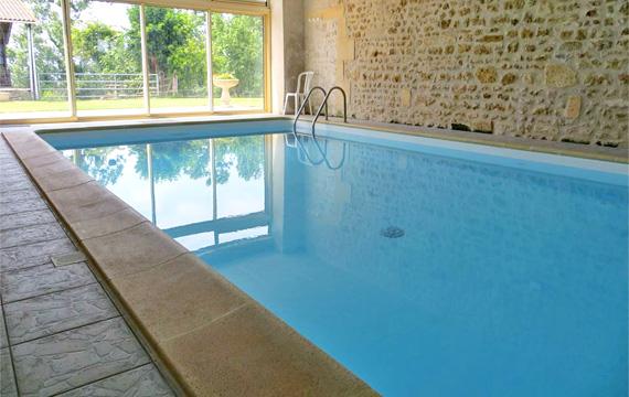 Gite avec piscine int rieure charente maritime 17 for Gite piscine interieure